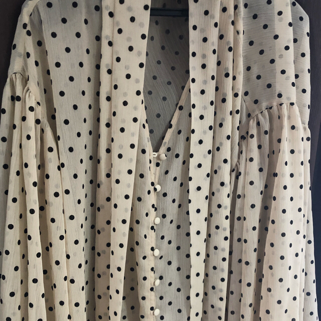 eimy istoire(エイミーイストワール)のeimy istoire  フロッキードットリボンオーバーシャツ ワンピース レディースのトップス(シャツ/ブラウス(長袖/七分))の商品写真