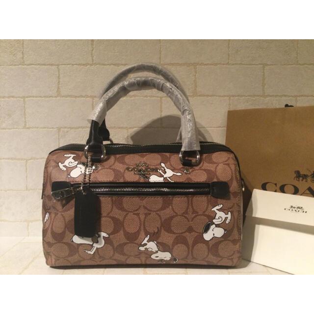 COACH(コーチ)の新品 新作 COACH×PEANUTS ローアンサッチェル ウィズ スヌーピー レディースのバッグ(ショルダーバッグ)の商品写真