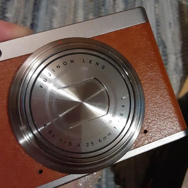 富士フイルム(フジフイルム)のFUJIFILM XF1 ブラウン 付属品付き スマホ/家電/カメラのカメラ(コンパクトデジタルカメラ)の商品写真