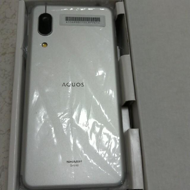 AQUOS(アクオス)の【新品未使用】SIMフリー AQUOSsense3 basic シルバー スマホ/家電/カメラのスマートフォン/携帯電話(スマートフォン本体)の商品写真