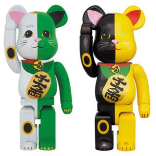 MEDICOM TOY - BE@RBRICK 招き猫 1000% 白×緑・黒×黄 セット ベアブリック