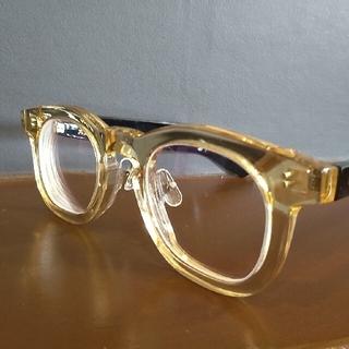 クリアイエローとブラックのメガネ