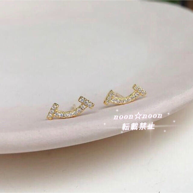 Tスマイルピアス  可愛い♡  キュート デイリー ゴールド   上質 レディースのアクセサリー(ピアス)の商品写真