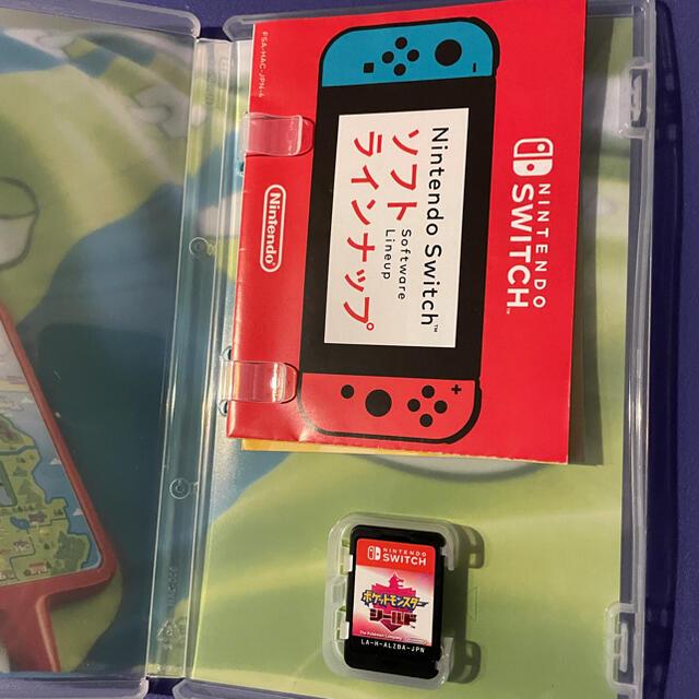 Nintendo Switch(ニンテンドースイッチ)のNintendo switch ポケモンシールド エンタメ/ホビーのゲームソフト/ゲーム機本体(家庭用ゲームソフト)の商品写真