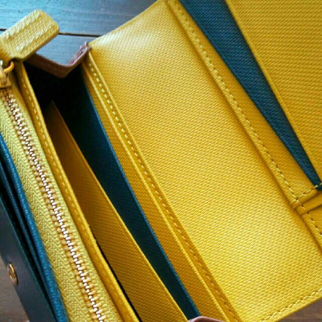 Paul Smith(ポールスミス)のポールスミス 折り財布 カラーコンビ エンボス お札入れ 小銭入れ 付 ピンク レディースのファッション小物(財布)の商品写真