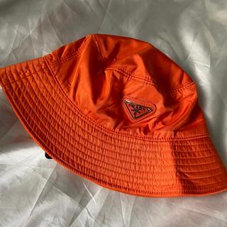 PRADA - PRADA プラダ ロゴ バケットハット オレンジ パステル 帽子
