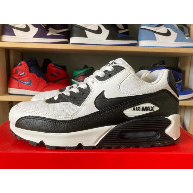 NIKE(ナイキ)のナイキ エアマックス90  ホワイト ブラック 海外限定 完売 レア パンダ レディースの靴/シューズ(スニーカー)の商品写真