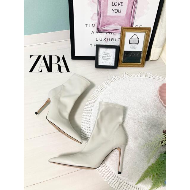 ZARA(ザラ)のZARA*サイドジップブーツ❤️サイズ37 ホワイト レディースの靴/シューズ(ブーツ)の商品写真