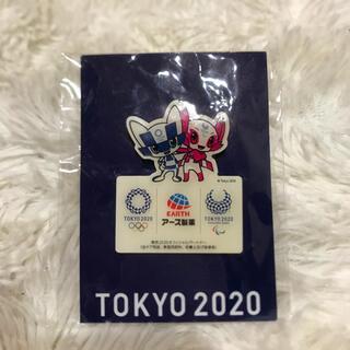 東京オリンピック パラリンピック アース製薬 ピンバッジ ミライトワ ソメイティ