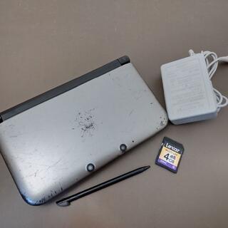 ニンテンドー3DS(ニンテンドー3DS)のすぐに遊べる付属品セット!◆任天堂3DSLL 中古◆シルバー×ブラック◆50(携帯用ゲーム機本体)
