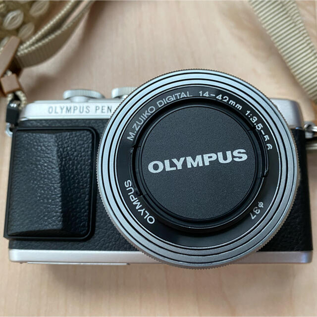 OLYMPUS(オリンパス)のオリンパスPEN E-PL7 シルバー スマホ/家電/カメラのカメラ(ミラーレス一眼)の商品写真