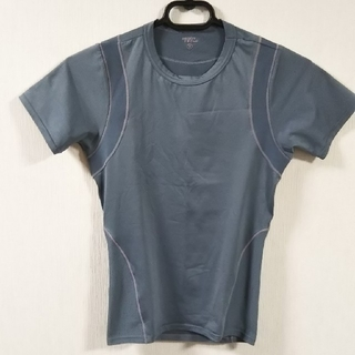 ユニクロ(UNIQLO)のユニクロ Body Tech Tシャツ Sサイズ(トレーニング用品)