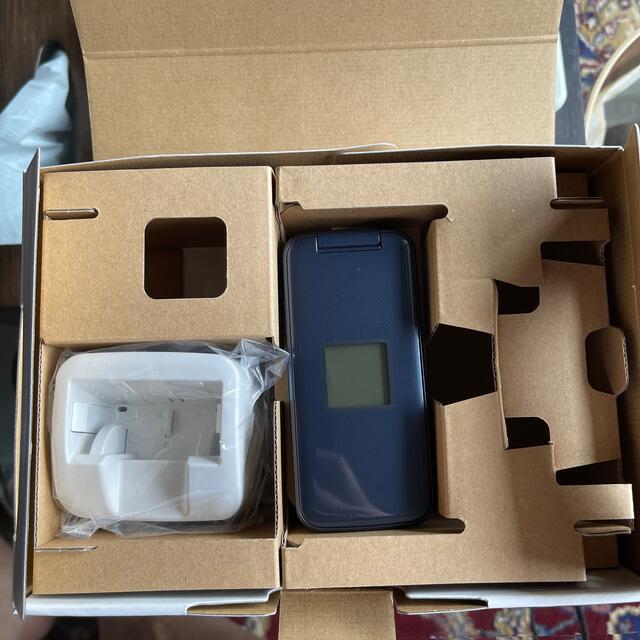 富士通(フジツウ)のdocomo らくらくホン f-01m ネイビー 美品 スマホ/家電/カメラのスマートフォン/携帯電話(携帯電話本体)の商品写真