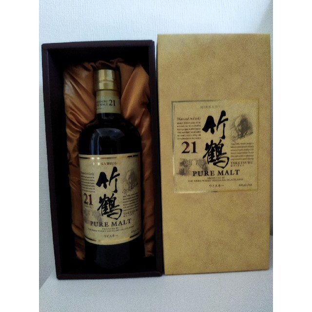 竹鶴21年ピュアモルト【箱付き】 食品/飲料/酒の酒(ウイスキー)の商品写真