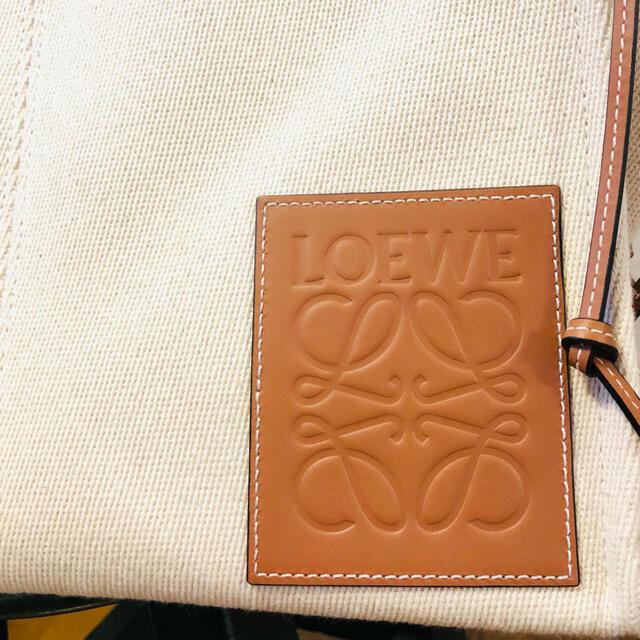 LOEWE(ロエベ)のLOEWE クッショントート ラージ ライトオート  レディースのバッグ(ショルダーバッグ)の商品写真