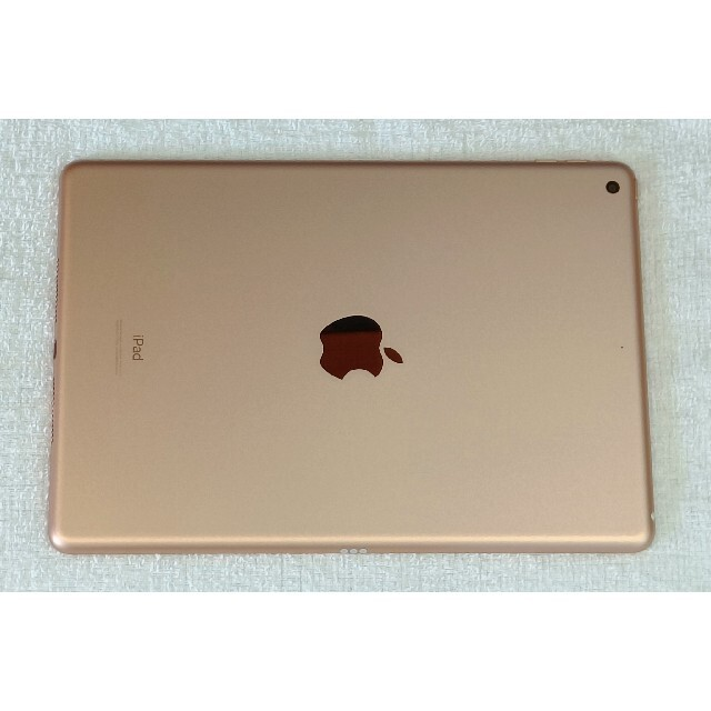 iPad(アイパッド)のApple iPad 第8世代 2022/06/22 公式保証 色 GOLD スマホ/家電/カメラのPC/タブレット(タブレット)の商品写真