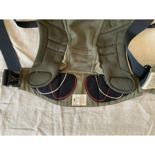 Ergobaby(エルゴベビー)のergo エルゴ アダプト クールエア キッズ/ベビー/マタニティの外出/移動用品(抱っこひも/おんぶひも)の商品写真