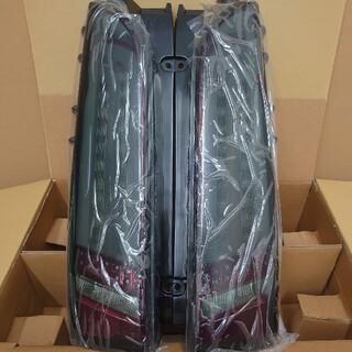 ハイエース    200型 LEDテールランプ Valenti ROWEN