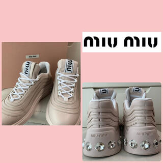 miumiu - 美品 ミュウミュウ ピンクベージュレザー ビジューヒール スニーカー