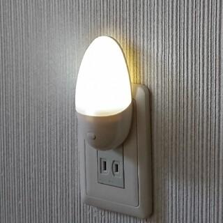 【スイッチ式ナイトライト】コンセントタイプ 手動 白色LED インテリア ランプ