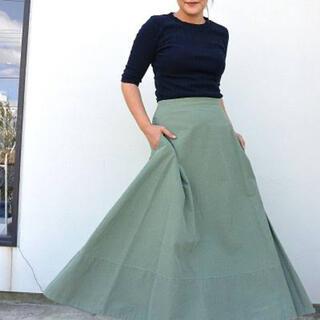 マディソンブルー(MADISONBLUE)のマディソンブルー バッグサテンフレアスカート(ロングスカート)