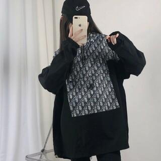 ディオール(Dior)の(DIOR)男女兼用カジュアルフードコート(パーカー)