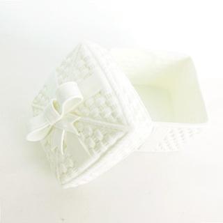 ティファニー(Tiffany & Co.)のティファニー バスケット ウィーブ&リボン 蓋つき 小物入れ 陶器 箱入り (小物入れ)