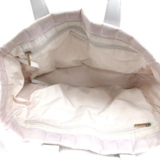 CHANEL(シャネル)のシャネル ニュートラベルライン MM トートバッグ ココマーク ピンク ホワイト レディースのバッグ(トートバッグ)の商品写真