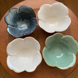 可愛い ホワイト/ ブルー/ グリーン お花の小鉢 4つセット