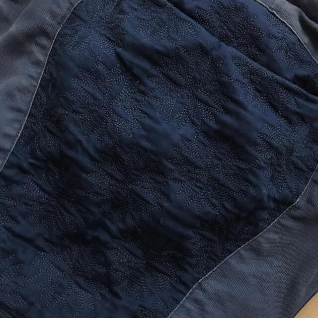 Ergobaby(エルゴベビー)のエルゴ 抱っこ紐 ネイビー 刺繍 デザイナーズシリーズ♡ キッズ/ベビー/マタニティの外出/移動用品(抱っこひも/おんぶひも)の商品写真
