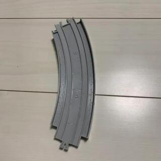 タカラトミー(Takara Tomy)のプラレール 複線外側高架曲線レール 1本のみ(電車のおもちゃ/車)