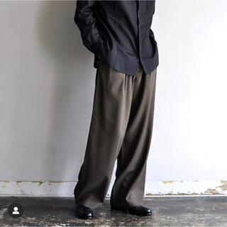 コモリ(COMOLI)のm's braque  TUCKED WIDE PANTS(スラックス)