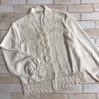 Lochie - 上品 クラシカル パールボタン 裾レース お嬢様 お人形 白ブラウス ホワイト