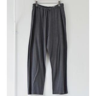 コモリ(COMOLI)の【COMOLI】ウォッシュドシルク ドローストリングパンツ size:2(スラックス)