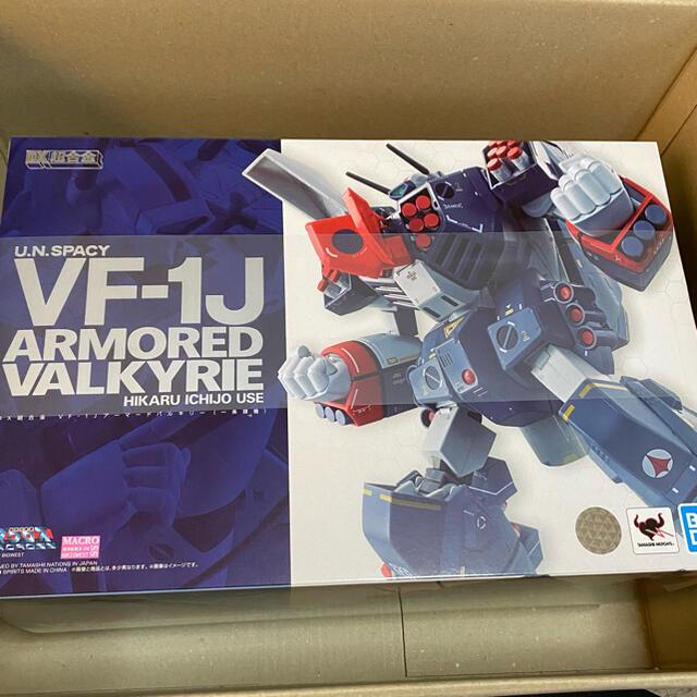 BANDAI(バンダイ)のDX超合金 VF-1J アーマードバルキリー エンタメ/ホビーのおもちゃ/ぬいぐるみ(模型/プラモデル)の商品写真