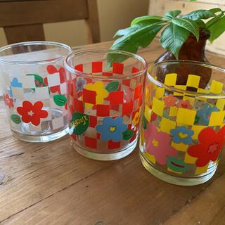 ミキハウス(mikihouse)の昭和 レトロ コップ 3個セット 花柄(グラス/カップ)