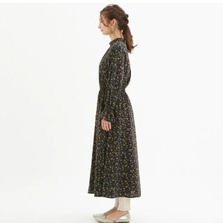 GU - 【美品】フラワープリントハイネックワンピース ネイビー 花柄 ロングワンピース