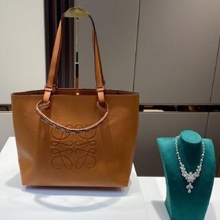 LOEWE - (Loewe)  ☆優雅でおっとりしている バッグ