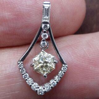 ちょっと変わった六角形のダイヤです!Pt900ダイヤペンダントヘッド(チャーム)