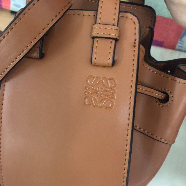 LOEWE(ロエベ)の【美品】LOEWE ハンモック ミニ ライトキャメル 値下げ レディースのバッグ(ショルダーバッグ)の商品写真