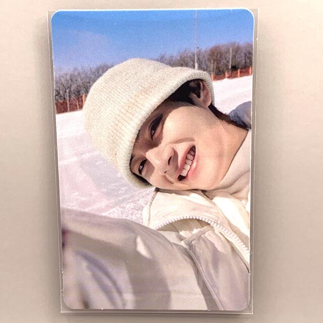 防弾少年団(BTS)(ボウダンショウネンダン)の【公式】BTS ウィンパケ2021 トレカ テテ テヒョン ウィンターパッケージ エンタメ/ホビーのCD(K-POP/アジア)の商品写真