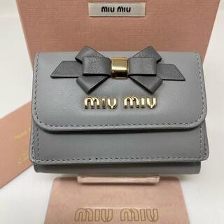 miumiu - 新品☺︎MIUMIU ミュウミュウ 三つ折り財布 ミニ グレー リボン ゴールド