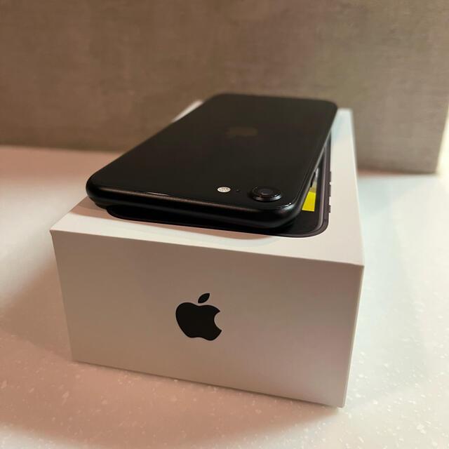 Apple(アップル)のiPhone SE 第二世代  SE2 64GB スマホ/家電/カメラのスマートフォン/携帯電話(スマートフォン本体)の商品写真