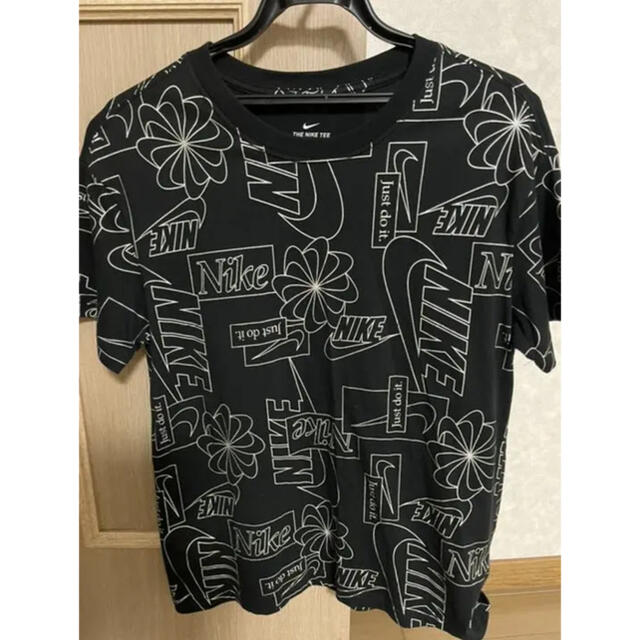 NIKE(ナイキ)のNIKE Tシャツ 総柄 半袖 レディースのトップス(Tシャツ(半袖/袖なし))の商品写真