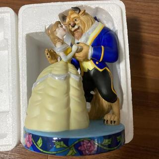 ビジョトヤジュウ(美女と野獣)の美女と野獣 イヤーフィギュア 2002 陶器 シリアルナンバー入り(キャラクターグッズ)