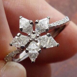 雪の結晶の様なデザインです!750ダイヤリング 12.5号