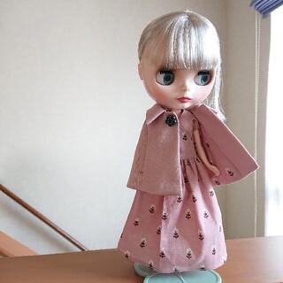 タカラトミー(Takara Tomy)の【ハンドメイド】22cmドール アウトフィット ブライス ポンチョ 三角襟(人形)