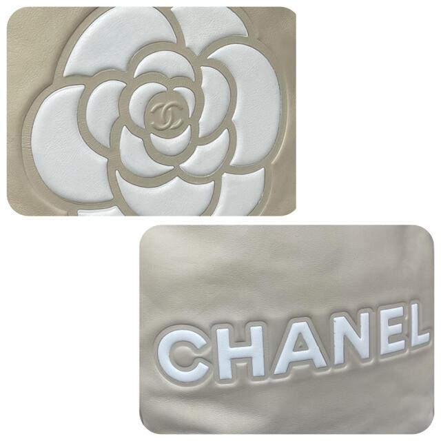 CHANEL(シャネル)の【kie様専用】落ち着いたベージュで大きなカメリアが可愛い レディースのバッグ(ショルダーバッグ)の商品写真