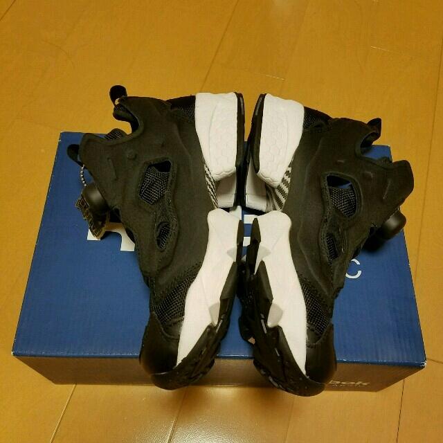 Reebok(リーボック)のポンプフューリー黒23.0cm レディースの靴/シューズ(スニーカー)の商品写真