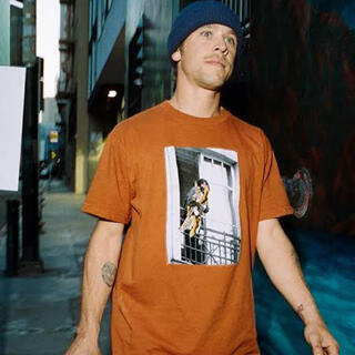 Supreme - supreme anti hero tシャツ コラボ